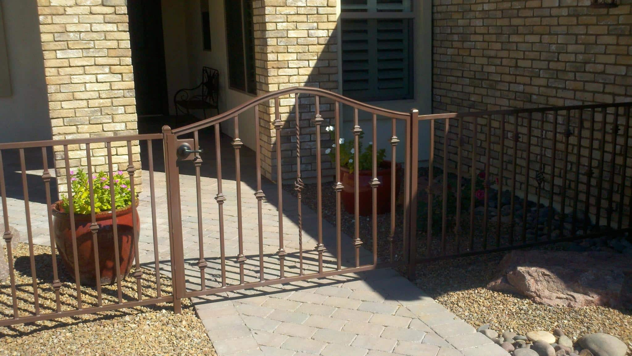 Low arched iron gate with knuckles and a twisted picket with a swirly basket IF226-2