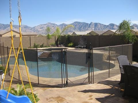 This mesh pool fence is curved to follow the irregular shape of the pool RM113