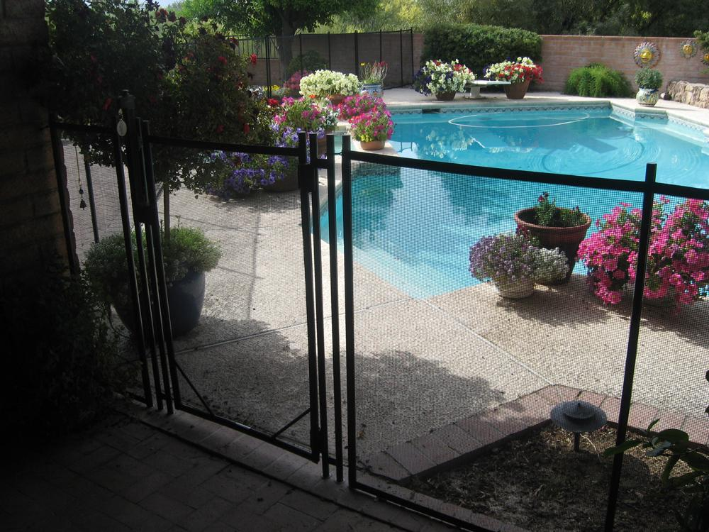 Gate and anchor posts of mesh pool fence RM110