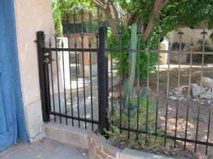 Iron fence and gate with alternate spikes IF217-3