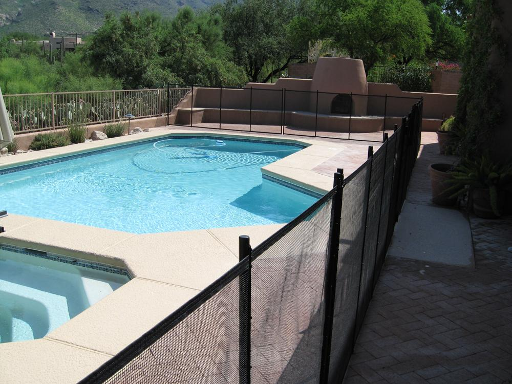 Rectangular mesh pool fence enclosing pool and spa RM109