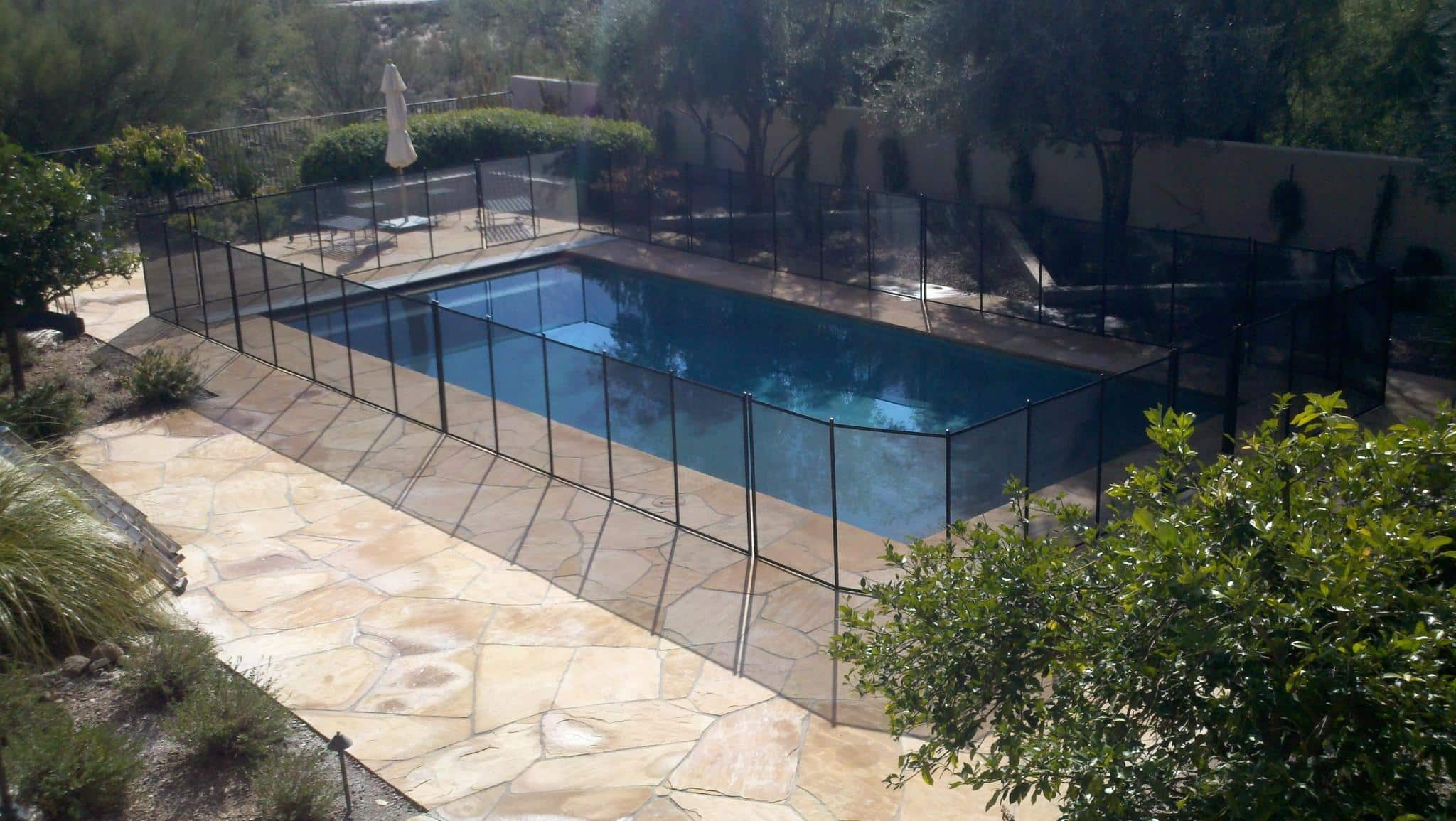 Rectangular Mesh Pool Fence with 2 rounded corners - RM118