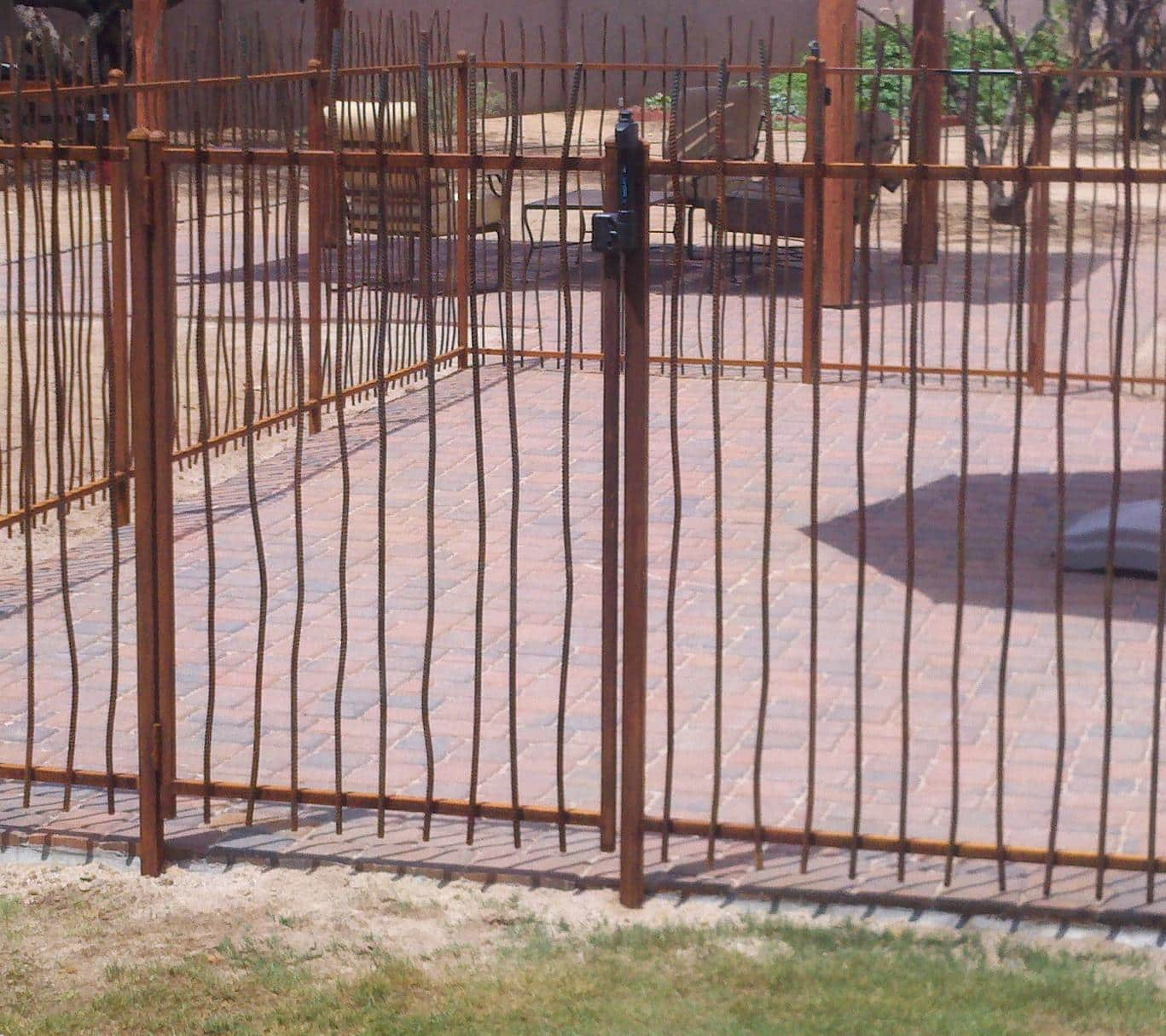 Rust iron gate and fence wavy rebar IF305-2 Rebar - Dog enclosure