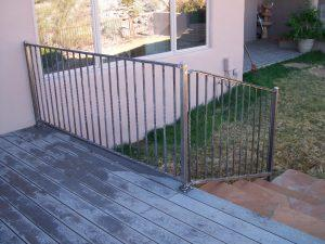 Deck Equiped with a Stair Rail with Twisted Pickets IF207-6