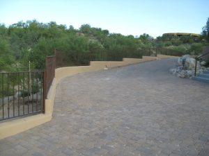 Wall-mounted wrought iron fence with knuckles and stepping IF108-2 K