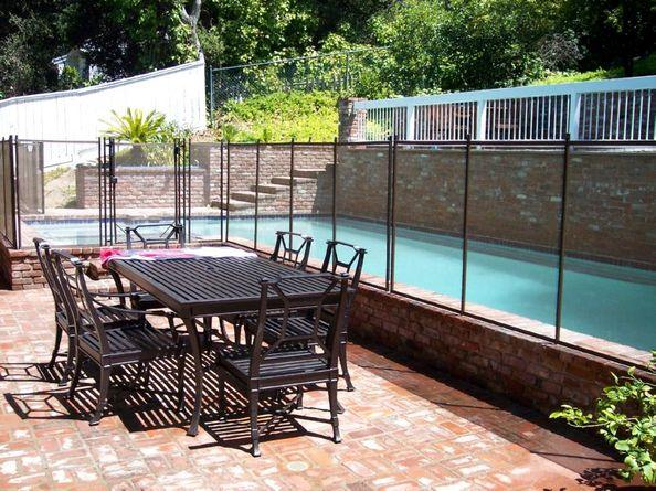 Wall-mounted mesh pool fence - Partial perimeter - RM106