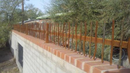 Short wall-mounted rusted rebar iron fence IF301 Rebar