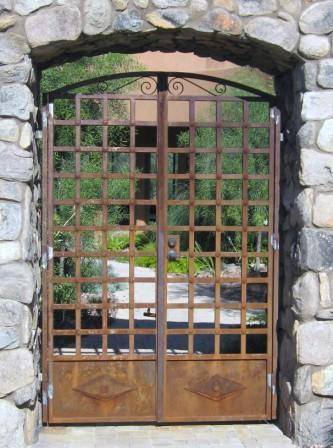 Arched wrought iron gate with steel lattice work and rust finish IG104
