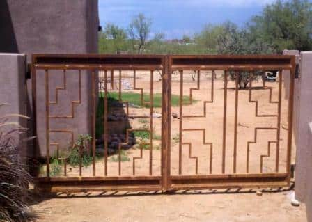Double wrought iron gate with geometric pattern IG124