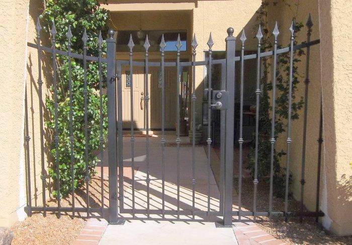 Wrought iron gate with inverted arch and spears, black finish Tucson IG008