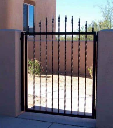 Wrought iron gate with twisted pickets and spear points IG081