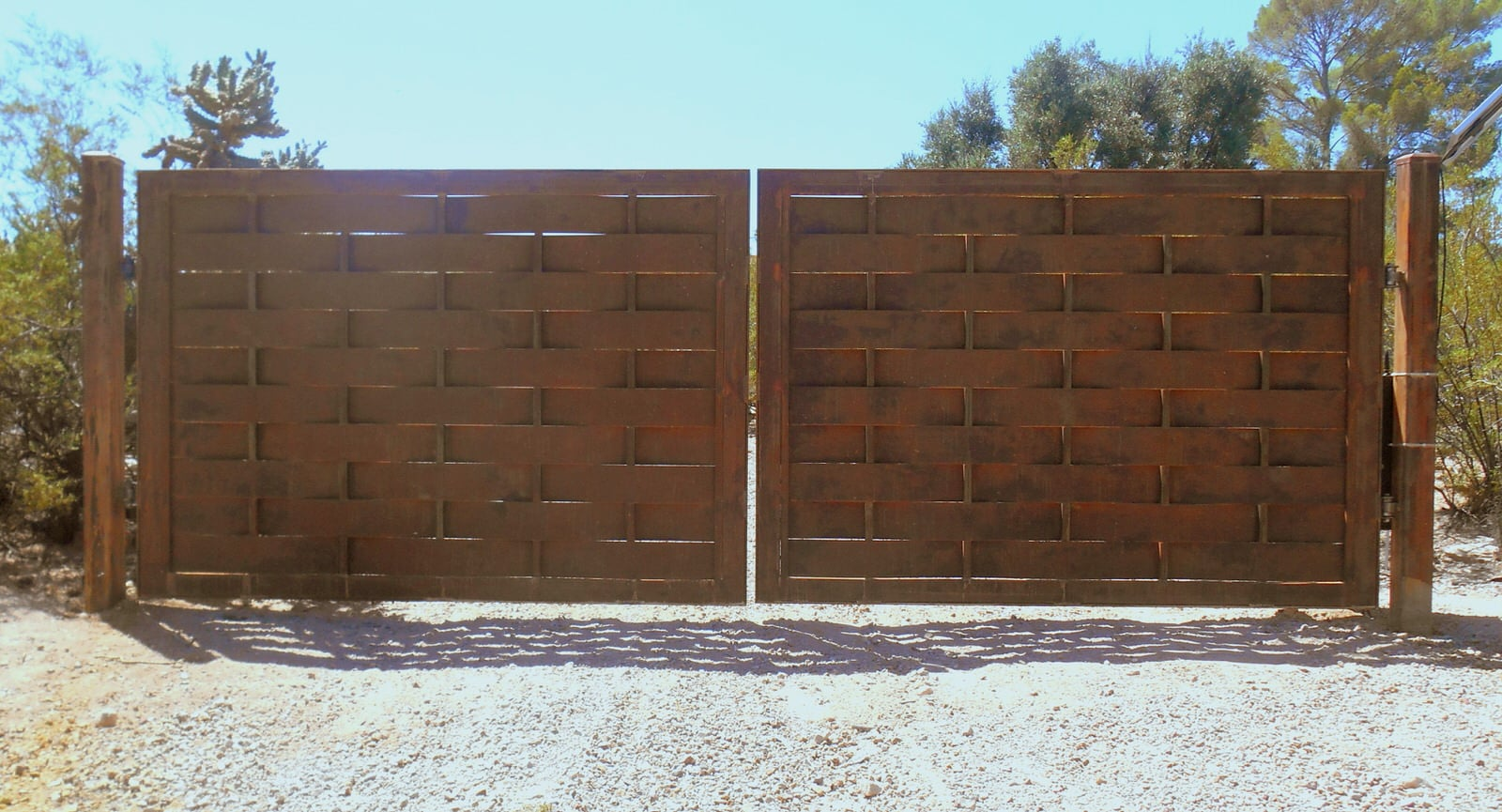 Automatic driveway gates with heavy frame, basket weave pattern made with large steel plates, and rust finish 32 AG