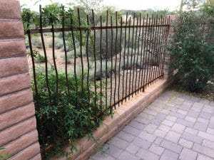 Wall-mounted iron fence made in wavy rebar 0487