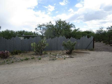 Corrugated Steel Fence with Mountain Top Design | CF251